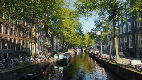 Amsterdam-Canal-with-Houseboats