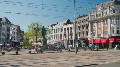 Lively-Street-In-The-Hague