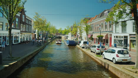 Picturesque-Canal-And-Quiet-Streets-in-Delft