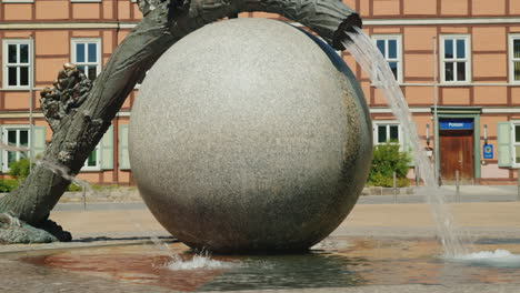 Ball-and-Tree-Trunk-Fountain-Wernigerode