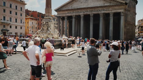 Pantheon-Building-With-Fountain-Rome