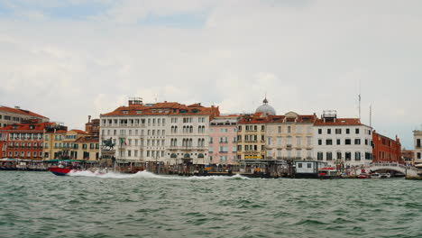 Venice-Waterfront-With-Boat-Traffic