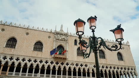 Doges-Palace-and-Lamppost-In-Venice