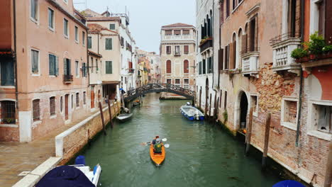 Kayakers-on-a-Narrow-Canal-in-Venice