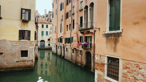 Old-Buildings-and-Narrow-Canal-Venice