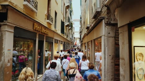 Crowded-Narrow-Venice-Shopping-Street