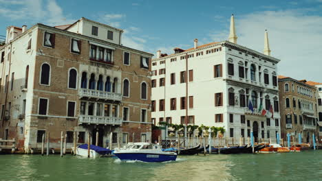 Police-Boat-on-Venice-Grand-Canal