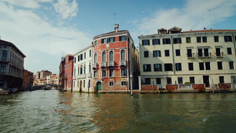 Venice-Palazzos-and-Canal