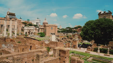 Ruined-Forum-in-Rome