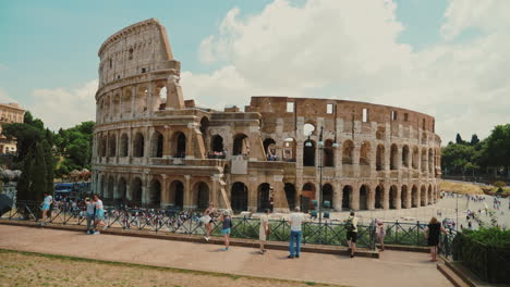 Tourists-and-Roman-Colosseum-Ruins-