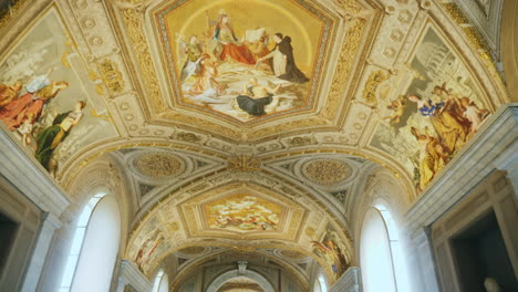 Vatican-Museum-Ceiling-Painted-With-Frescoes