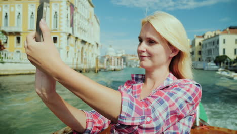 Woman-Takes-Pictures-Venice