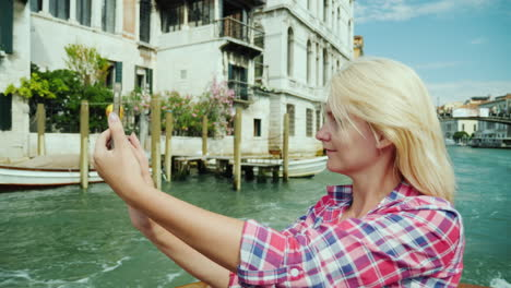 Young-Woman-Takes-Selfies-in-Venice
