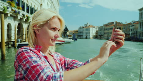 Woman-Takes-Pictures-Of-Venice