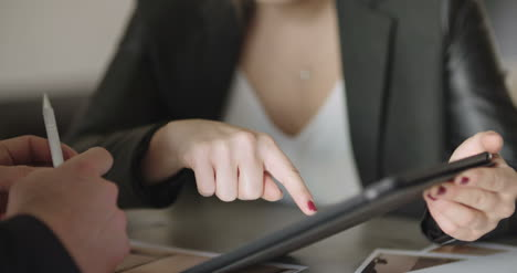Extreme-Close-Up-Of-Business-Woman-S-Hands-Using-Tablet-Computer-1