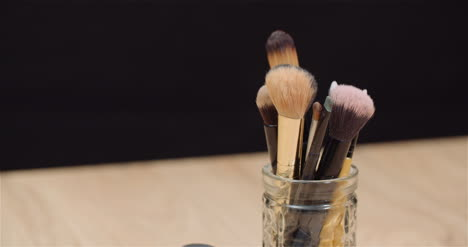 Makeup-Brush-Set-On-Table-Rotating
