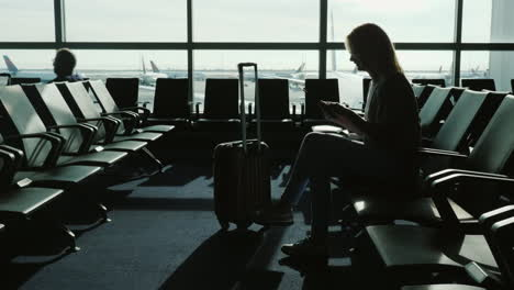 Business-Woman-Uses-Tablet-In-Airport-Terminal