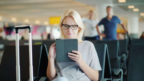 Woman-Uses-A-Tablet-In-Airport