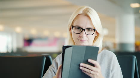 Woman-In-Glasses-Uses-A-Tablet