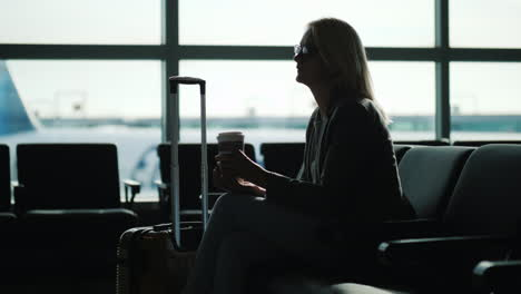 Business-Woman-Drinking-Coffee-in-Airport