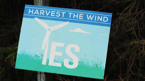 Sign-Supporting-Wind-Turbines