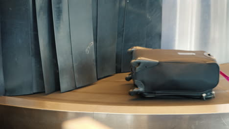 Suitcase-on-Luggage-Belt
