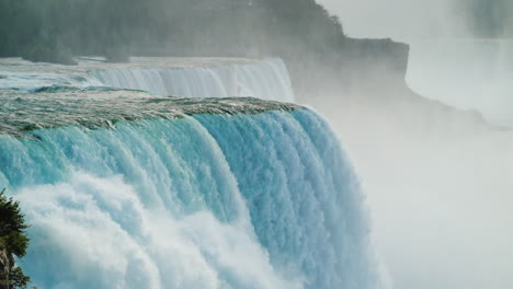Niagara-Falls-Cascade-in-Slow-Motion