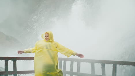 Woman-Soaked-by-Niagara-Falls-Spray