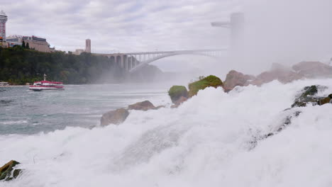 Rocks-at-Base-of-Niagara-Falls-