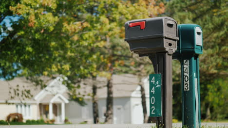Typical-Suburban-USA-Mailboxes
