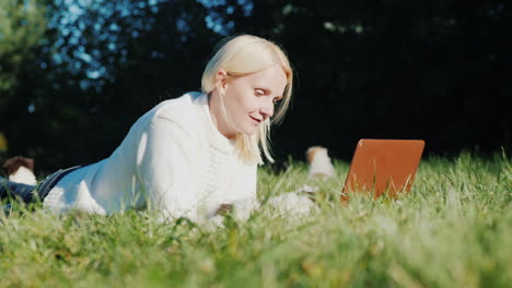 Woman-Uses-Laptop-in-Backyard-With-Puppies
