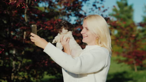 Woman-Takes-Selfie-With-a-Puppy