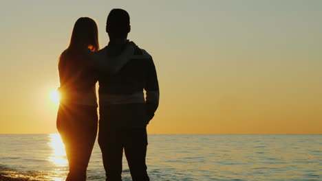 Couple-Watch-the-Sunset