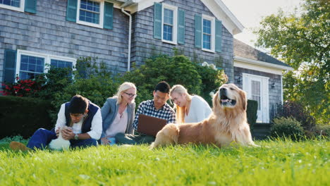 Group-of-Friends-With-Laptop-and-Dogs