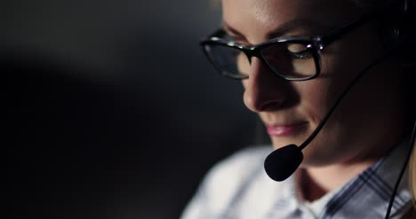 Female-Customer-Support-Executive-With-Headset
