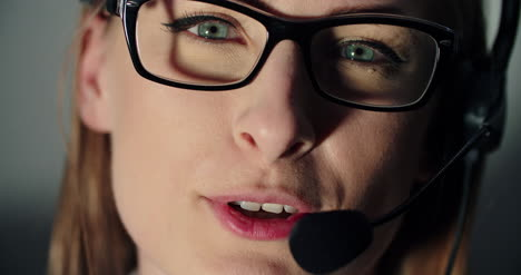 Female-Technical-Support-Operator-With-Headset