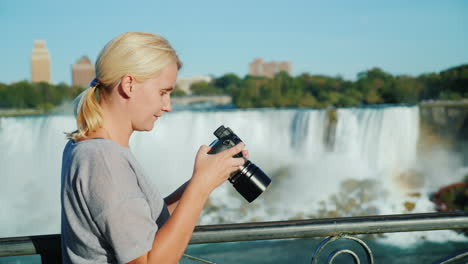 Woman-Checks-Photos-of-Niagara-Falls