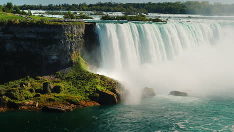 Cascade-of-Water-at-Niagara-Falls