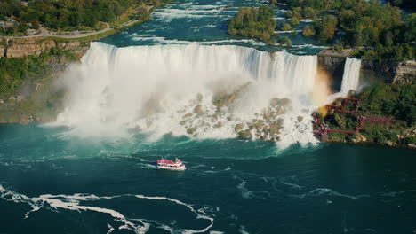 Niagara-Falls-and-Boat