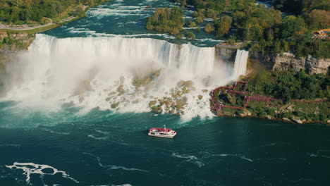 Tour-Boat-by-Niagara-Horseshoe-Falls