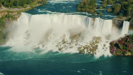 The-Niagara-River-and-Niagara-Falls