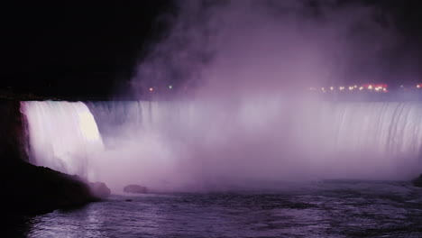 Horseshoe-Niagara-Waterfalls-at-Night