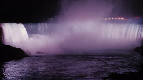 Niagara-Waterfalls-Illuminated-at-Night