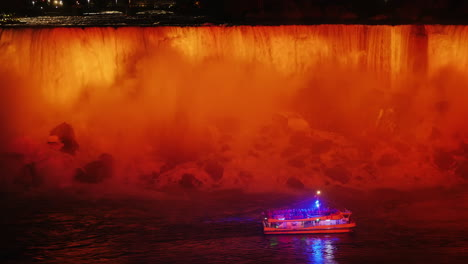 Niagara-Falls-Tour-Boat-at-Night