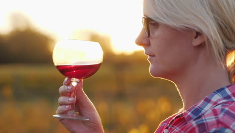 Woman-Tasting-Red-Wine-at-Sunset