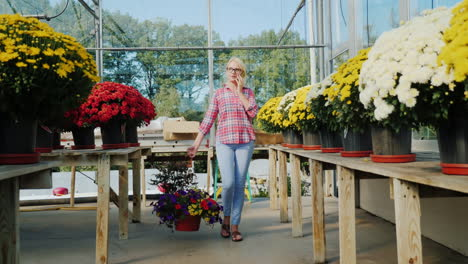Florist-in-Greenhouse-on-the-Phone