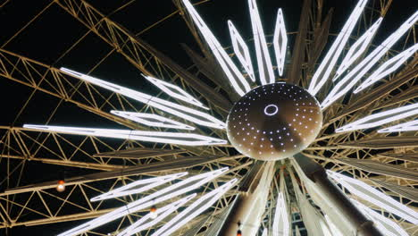 Illuminated-Center-of-Ferris-Wheel