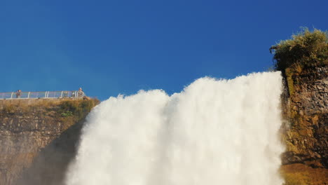 Niagara-Falls-in-Slow-Motion