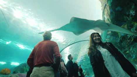 Visitors-and-Sawfish-in-Aquarium-Tunnel