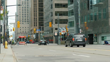 Busy-Street-in-Downtown-Toronto